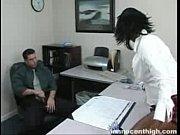 Mulher vadia dando uma mamada