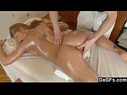 Garota tatuada fodendo na massagem