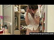 Jovem asiática se masturbando