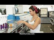 Safada transando gostoso na lavanderia