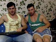 Sarados fodendo sem camisinha na webcam