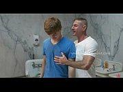 Novinho gay dando para vários homens