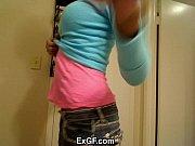 Morena vadia exibindo seu corpo