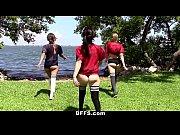 Lindas garotas fazendo suruba
