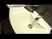 Fazendo sexo gostoso no banheiro com a puta