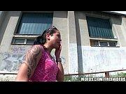 Moreninha puta dando na construção abandonada