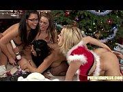 Λεσβιακό γλυφομούνι με δονητές με φόντο χριστουγεννιάτικο (24 min)