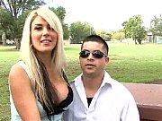 Corno manso libera a sua esposa para foder com negão safado