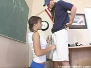 Ninfeta dando mamadinha no treinador