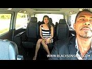 Ταξιτζής γαμάει πελάτισσα στο πίσω κάθισμα (5 min)