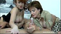 lady sonia se divierte masturbando a un tio