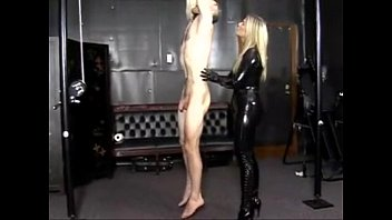 Госпожа сидя на лице раба порно