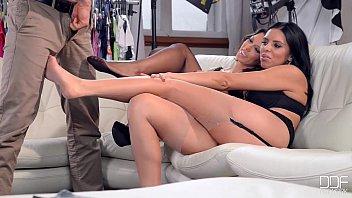 Foot fetish τριο με δυο μουναρες