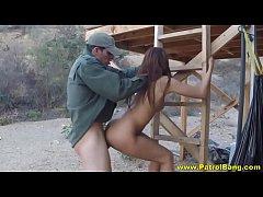 Soldado do exercito achou a gostosa na praia e fodeu