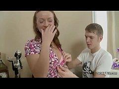 Step-soeur aide Step-Bro pour se sentir bien avec Ass-baise