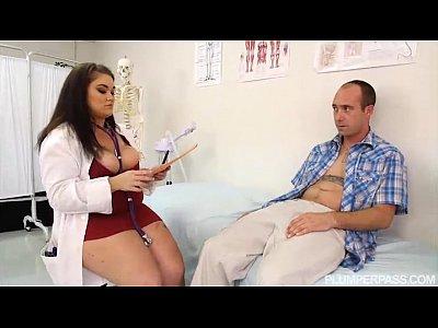 Νταρντάνα με μεγάλα βυζιά νοσοκόμα πιπώνει και γαμιέται με ασθενή