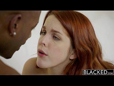 Negro rojo modelo de la cabeza de amarna miller interracial creampie