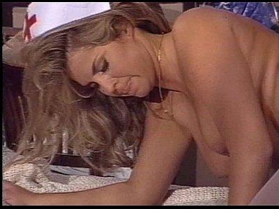 Доктор трахает медсестру у себя в кабинете