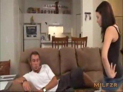 Cachonda hermana quiere que su hermano cum
