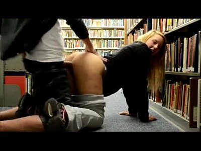 Novinha amadora transando na biblioteca