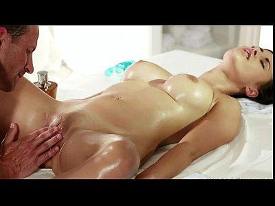fodendo a morena na massagem