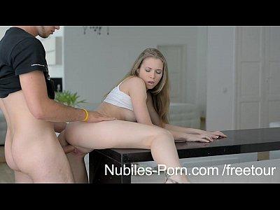 Nubiles porn - su rostro se ve perfecto cubierta de esperma