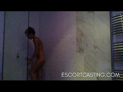 Flaco adolescente escolta atrapado en una cámara oculta