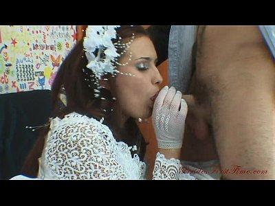 Жених трахает русскую пьяную невесту в попу