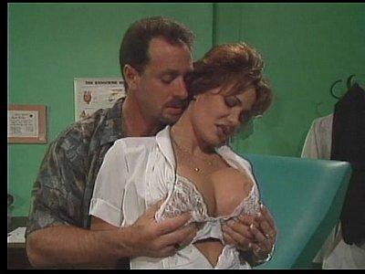 Пациент трахает медсестру с большими дойками