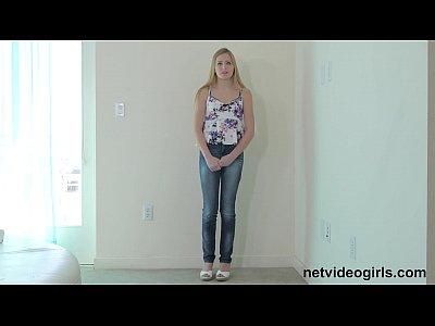 Adolescente rubia consigue creampied en audition