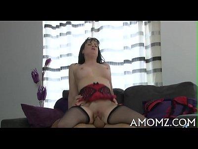 Sexy mama adquiere el placer de polla