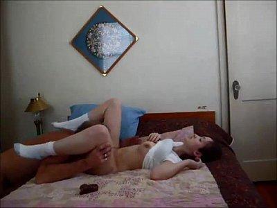 Adolescente caliente creampied por el viejo hombre sobre el real casero