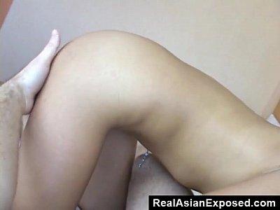 Asiático hijastra tragar semen