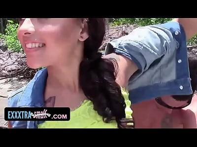 Exxxtrasmall cadena adolescente se recogió y se la follan