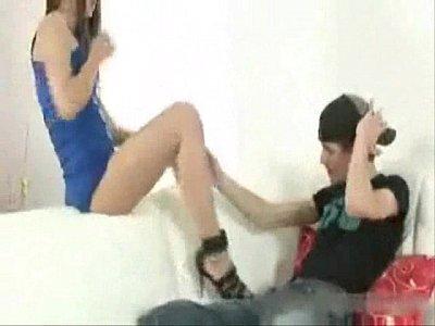 casal fazendo anal gostoso na sala