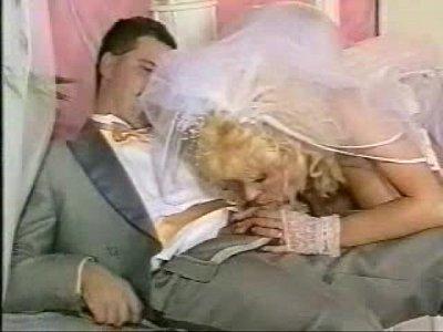 Жених кончил врот невесте не вынимая ретро