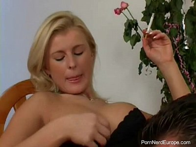 Трах в попку зрелой блондинки из Чехии