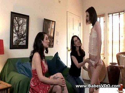 3 lesbianas solos en casa