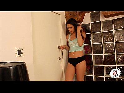 Carolina abril - el encantador de bestias - español sexo adolescente