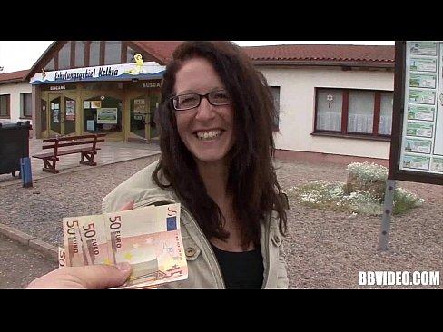 街上遇到心儀的美女,直接給錢她買一夜情..