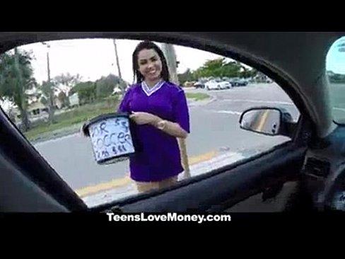 http://img-l3.xvideos.com/videos/thumbslll/1f/18/e0/1f18e057b675f25b40e513ae9d154875/1f18e057b675f25b40e513ae9d154875.3.jpg