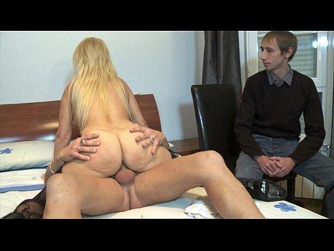Рогоносец на кастинге наблюдает за сексом своей жены блондинки с посторонним чуваком