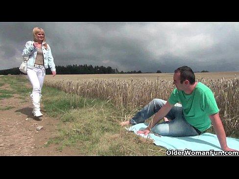 http://img-l3.xvideos.com/videos/thumbslll/62/86/57/6286579a051dbf9398fdf2f20e9d12ba/6286579a051dbf9398fdf2f20e9d12ba.16.jpg
