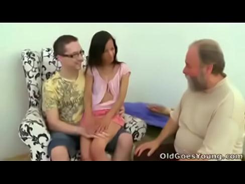 http://img-l3.xvideos.com/videos/thumbslll/6e/8c/42/6e8c42709d90100a271ee82c0791dadc/6e8c42709d90100a271ee82c0791dadc.4.jpg