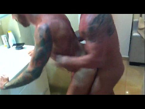 Gays Follando En El Baño De Su Casa Amateur