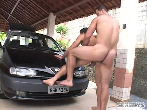 Macho comendo o lavador de carro gostoso