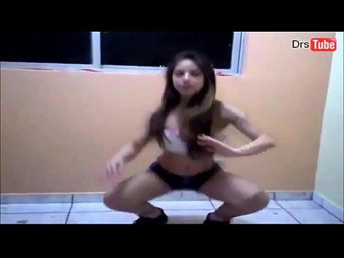 Morena Novinha Dançando