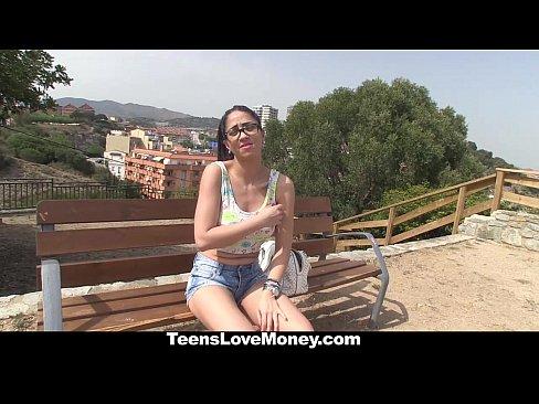 http://img-l3.xvideos.com/videos/thumbslll/e4/b5/bd/e4b5bd0a890539a2b0a1b1e03bf192da/e4b5bd0a890539a2b0a1b1e03bf192da.8.jpg