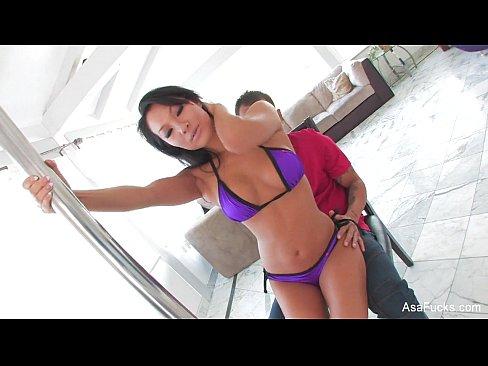 Imagen de Despues de un sexy baile ya le toca abrir esas piernas y recibir pene